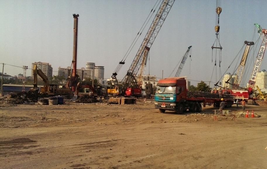 Công trường dự án Vinhomes Golden River quận 1