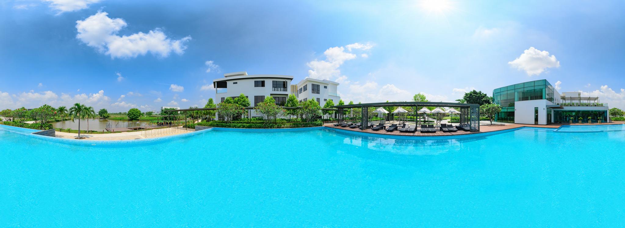 Hồ bơi tại biệt thự Lucasta Khang Điền quận 9
